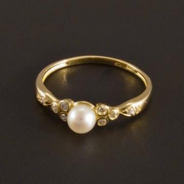 Prsteny pro každou příležitost: zlaté, stříbrné, prsteny s kamínkem, zásnubní prsteny...