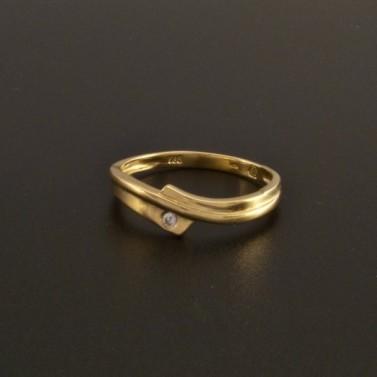 Jemný zlatý prsten s jedním zirkonem 44 č.1