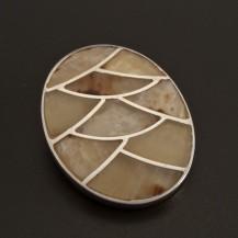 Perleťový stříbrný přívěsek 135