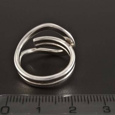 Stříbrný nápadný prsten 210 č.4