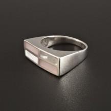 Stříbrný prsten s růžovou a bílou perletí 221