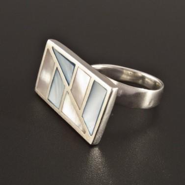 Stříbrný prsten s dvoubarevnou perletí 223 č.1