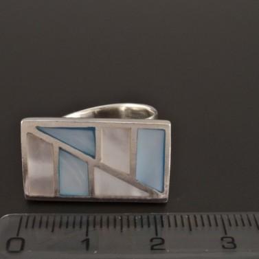Stříbrný prsten s dvoubarevnou perletí 223 č.2