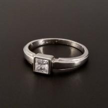 Bílý zlatý prsten s čtvercovým zirkonem 362