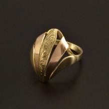 Zlatý výrazný prsten s rytinou 795