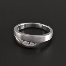Stříbrný lesklý a matný prsten se zirkony 1034