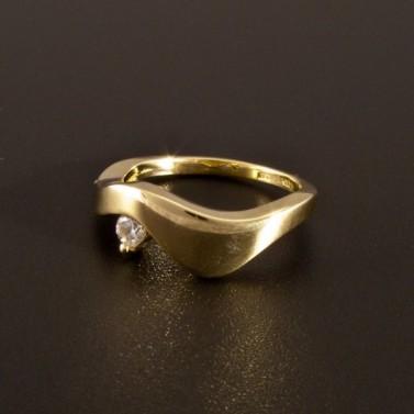 Jednoduchý zlatý prsten s bílým zirkonem 1404 č.1