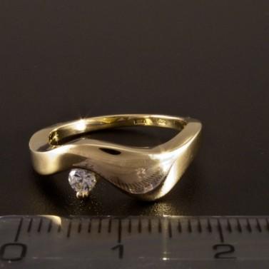 Jednoduchý zlatý prsten s bílým zirkonem 1404 č.2