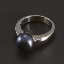Masivní bílý zlatý prsten černá perla 3480