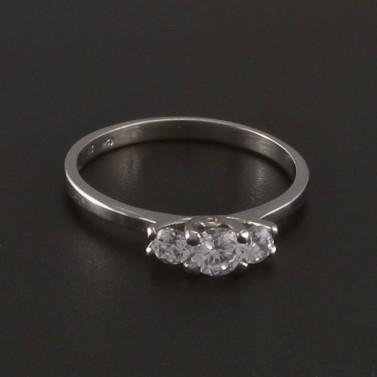 Prsten z bílého lesklého zlata tři zirkony 3526 č.1