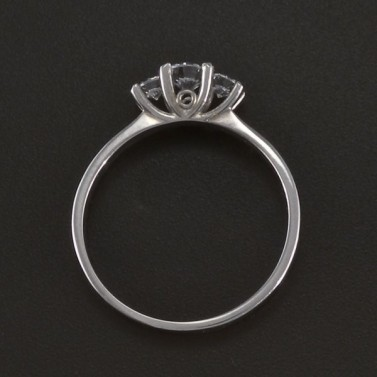 Prsten z bílého lesklého zlata tři zirkony 3526 č.3