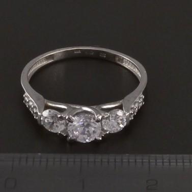 Prsten bílé zlato zdobený zirkony 3527 č.2