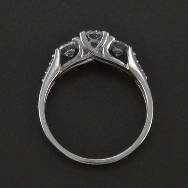Prsten bílé zlato zdobený zirkony 3527 č.3