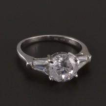 Prsten z bílého zlata s velkým zirkonem 3528