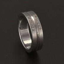 Ocelový prsten zdobený zirkony 3696