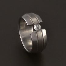 Ocelový prsten mezera se zirkonem 3702