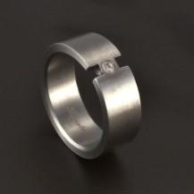 Matný prsten se zirkonem chirurgická ocel 3704