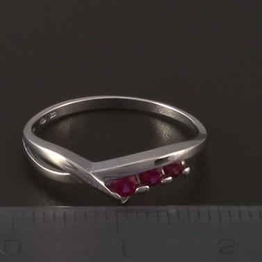 Jednoduchý prsten bílé zlato červený rubín 3972 č.2