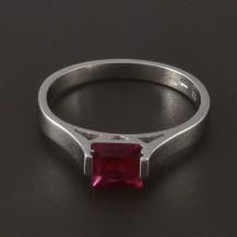 Jednoduchý prsten z bílého zlata s rubínem 3994