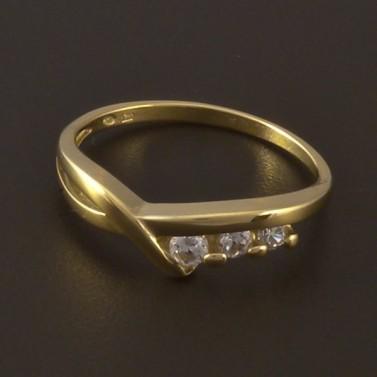 Zlatý prsten se třemi zirkony 4001 č.1