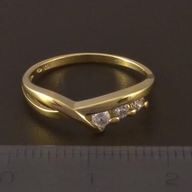 Zlatý prsten se třemi zirkony 4001 č.2