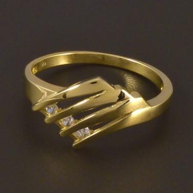 Zlatý prořezávaný prsten se zirkony 4495 č.1