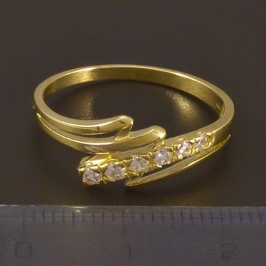 Zlatý prsten se šesti zirkony 4497 č.2