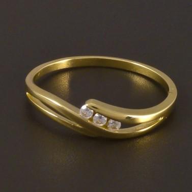 Zlatý jemný prsten se třemi zirkony 4498 č.2