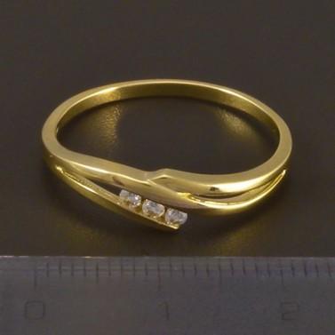 Zlatý jemný prsten se třemi zirkony 4498 č.3