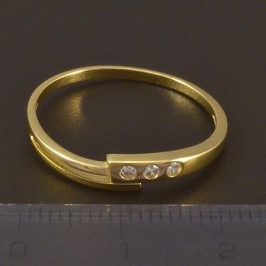 Jednoduchý zlatý prsten se zirkony 4510 č.2