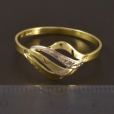 Zlatý prsten s jemnou rytinou 4511 č.2