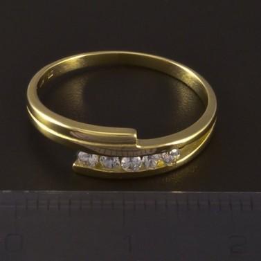 Zlatý jemný prsten se zirkony 4636 č.2