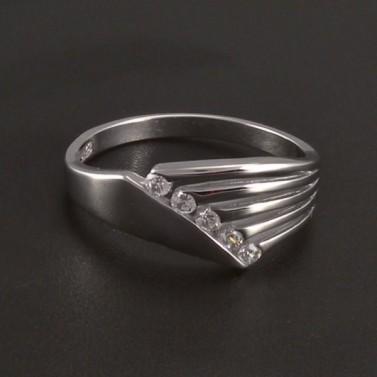 Stříbrný prořezávaný prsten se zirkony 4757 č.1
