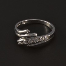 Stříbrný prsten osazen bílými zirkony 4775