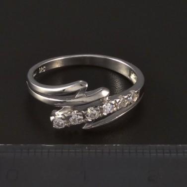 Stříbrný prsten osazen bílými zirkony 4775 č.2