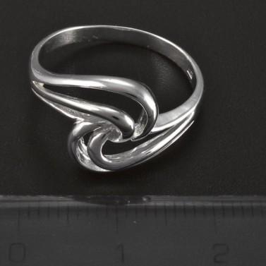 Stříbrný lesklý hladký prsten 5068 č.2