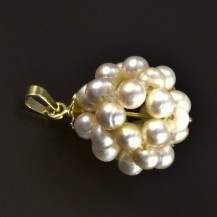 Zlatý přívěsek z perel 5275