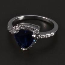 Stříbrný prsten s trojúhelníkovým safírem 5491