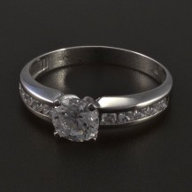 Stříbrný prsten s bílými zirkony 5556