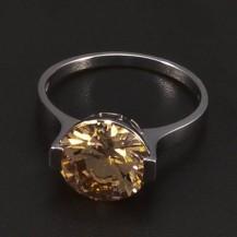 Prsten z bílého zlata velký zirkon champagne 6466