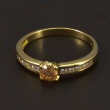 Zlatý prsten se champagne zirkonem 6541