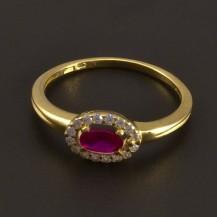 Zlatý prsten s oválným rubínem 7794