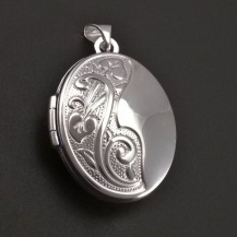 Medailon z bílého zlata 7870