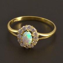 Zlatý prsten s oválným opálem a zirkony 8012