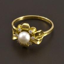 Zlatý prsten s bílou perlou a brilianty 8086