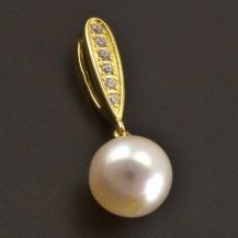 Elegantní perlový přívěs 8138