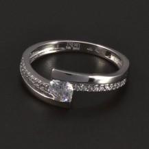 Prsten z bílého zlata osazen zirkony 5236