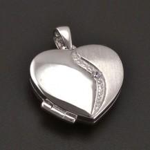 Stříbrný medailon srdce se zirkony 8182