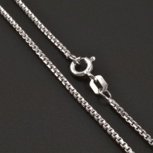 Jemný stříbrný řetízek typu kostička 8203