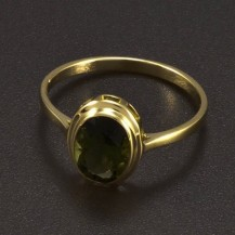 Zlatý prsten s oválným vltavínem